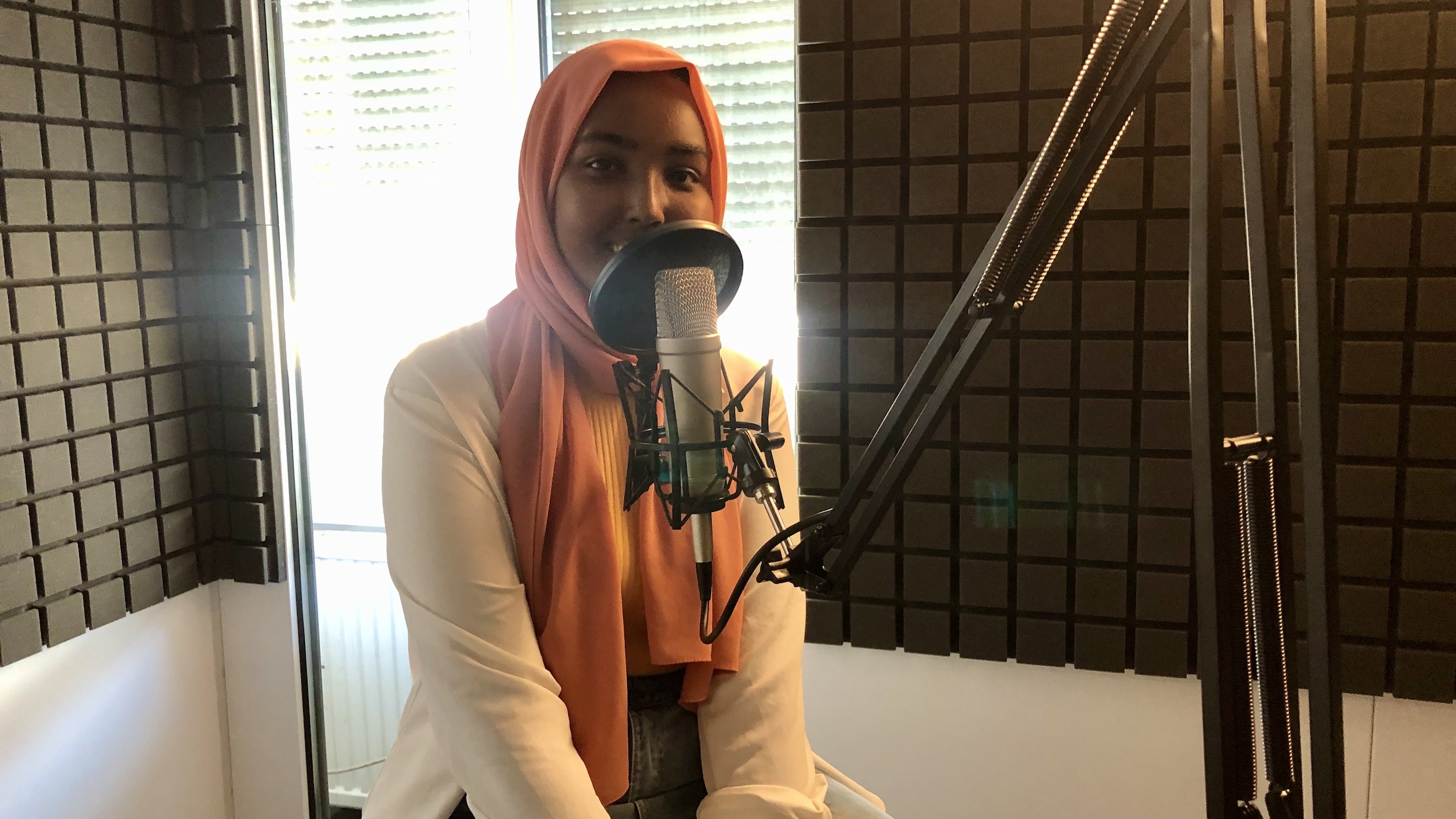 Sihaam Abdillahi spricht im Podcast zu Schuldemokratie